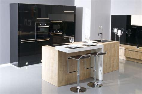 cuisine compacte design cuisine design compacte et masculine avec îlot central