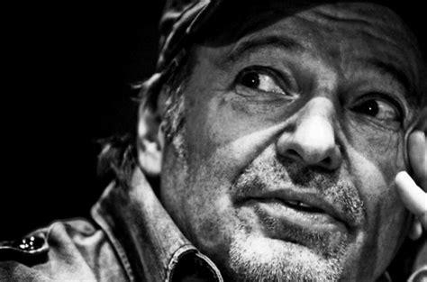ultimi successi di vasco vasco rinnova il contratto per altri 3 album radio
