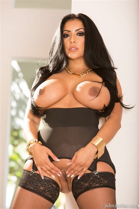 Curvy Latina Pornstar Kiara Mia Rides A Bbc After Getting