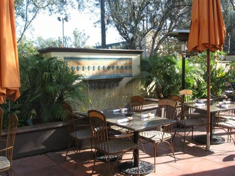 patio seating picture of bahama s island grille newport tripadvisor