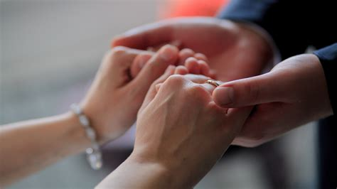 Couple Holding Hands At Wedding : Wallpapers13.com