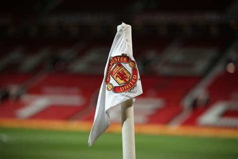 Manchester United fans back Old Trafford's temporary new ...