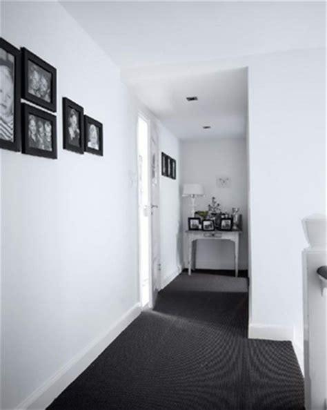 tr 232 s maison en noir et blanc