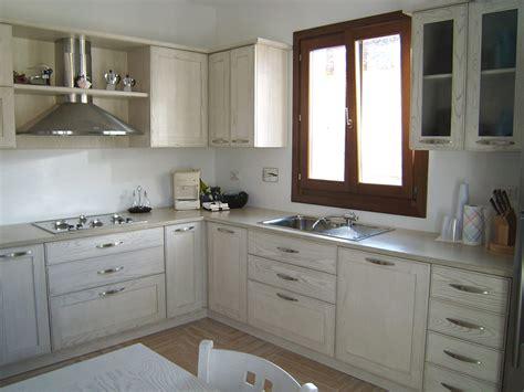cucine con finestra sul lavello cucine moderne ad angolo con finestra top cucina leroy