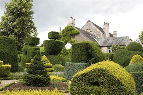 Topiary : A Tale Of Two Houses (part 1)
