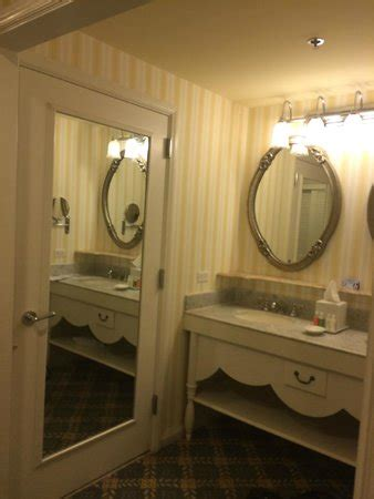 kitchen sink disney boardwalk bathroom picture of disney s boardwalk inn orlando 5706