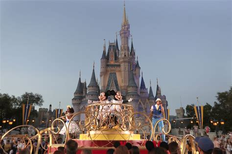 Disney World planning to reopen, starting with Magic ...