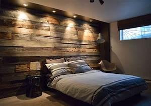 mur en bois de grange dans une chambre chambre idees With mur de chambre en bois