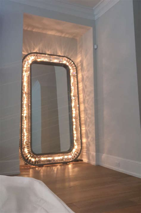 Kylie Jenners Light Up Full Length Mirror On The Hunt