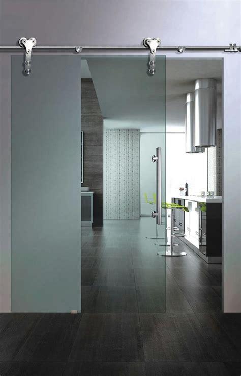 porte en verre interieur la porte coulissante en verre gain d espace et esth 233 tique moderne archzine fr