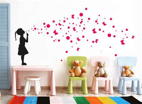 Wandtapete Kinderzimmer Mädchen by Wandtattoo M 228 Dchen Mit Luftblasen Schmetterlinge W5427