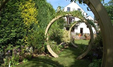 Alan Titchmarsh's Garden Tribute To Cancer Girl Alice Pyne