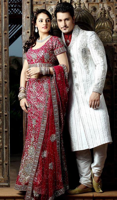 Bagian bawah dress di beri list lengkung double. Ethnic Weddings