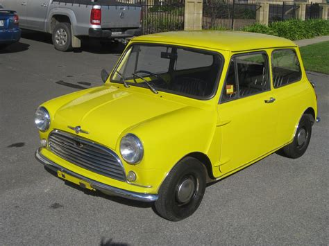 1969 Morris Mini Deluxe - Collectable Classic Cars