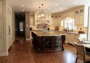 Custom, Kitchen, With, Curved, Island, End, With, Glass