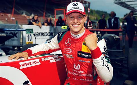 Wearing a helmet is a key issue in #roadsafety. Versus / El hijo de Michael Schumacher debutará en 2021 como piloto titular de F1