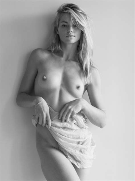 Elyse Taylor Nude And Sexy 9 Photos Thefappening