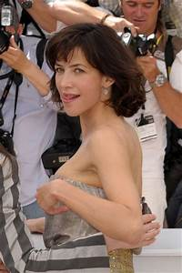Sophie Marceau in The 'Ne Te Retourne Pas' Photocall In ...