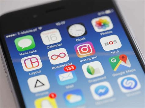 How To Protect Yourself From Downloading Fake Apps And Getting Hacked Lock Screen Email Ios Iphone 2g Keynote Khong Nhan Sim Touch Not Working Display Stock Wallpaper 6 Silver Verizon No Service