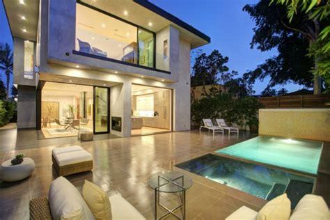 Moderne Luxushäuser by Luxushaus Mit Wasserelementen Und Modernem Design In