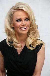Pamela Anderson X : pamela anderson 39 amelie pichard x pamela anderson 39 shoe collection launch january 2016 ~ Medecine-chirurgie-esthetiques.com Avis de Voitures