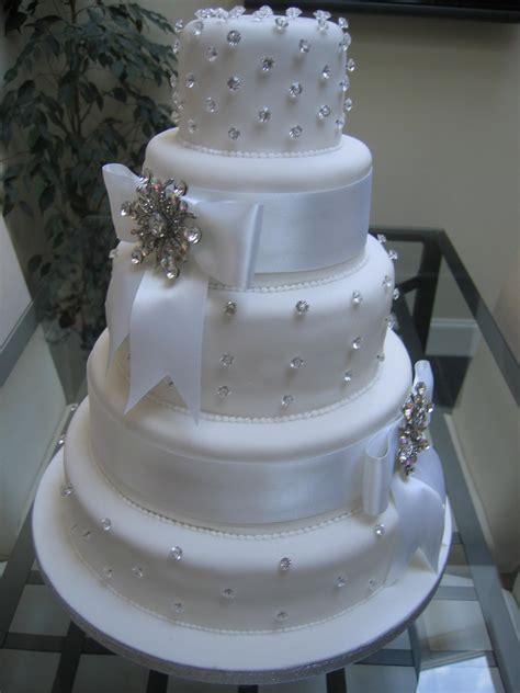wedding cake bling beautiful cakes that sparkle shine