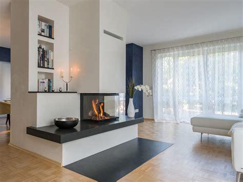 design kamin raumtrenner wohnzimmer esszimmer sofa