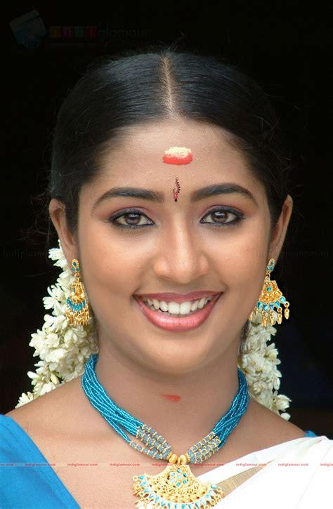 Bollywood Actress Hot Wallpapers Photos Navya Nair Hot