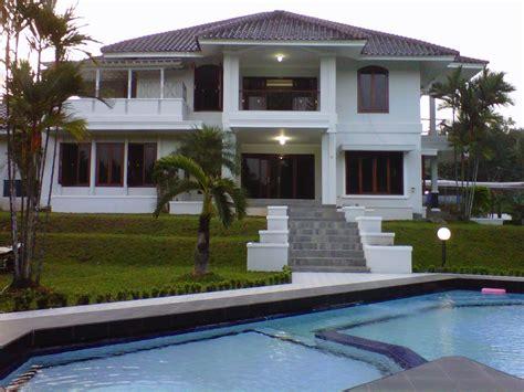 desain rumah minimalis  lantai  kolam renang