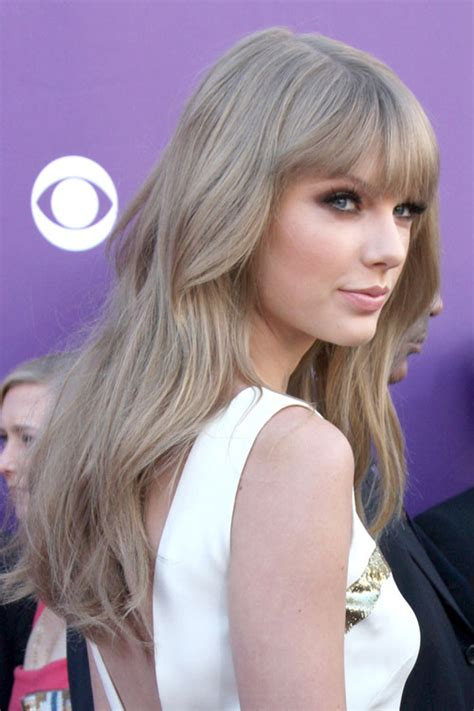 taylor swift wavy ash blonde straight bangs hairstyle steal  style