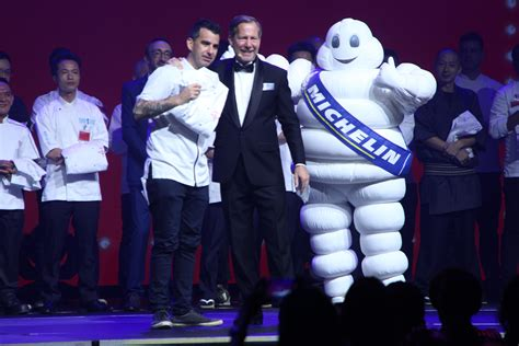 michelin guide singapore   eateries win  star ratings