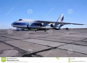 AN-124 On The Airfield Editorial Photography - Image: 37873052