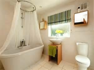 curtains for bathroom windows ideas gardinen für kleine fenster 23 neue vorschläge