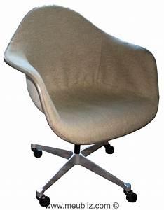 Fauteuil Charles Eames Original : fauteuil de bureau pacc pivot armchair cast base on castors par charles eames et ray eames ~ Nature-et-papiers.com Idées de Décoration