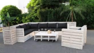 sofa aus paletten bauen eine originelle gartenbank aus palette selber bauen