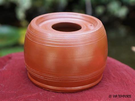騅ier de cuisine en ceramique ceramique gallo romaine encrier sigillee du sud de la gaule via temporis