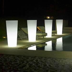 Eclairage Exterieur Jardin : eclairage piscine pot lumineux jardiniere ~ Melissatoandfro.com Idées de Décoration