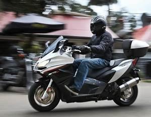 Aprilia Srv 850 : aprilia srv 850 scooter review motorbike writer ~ Medecine-chirurgie-esthetiques.com Avis de Voitures