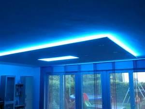 Led Indirekte Deckenbeleuchtung : indirekte deckenbeleuchtung mit led strips ~ Watch28wear.com Haus und Dekorationen