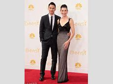 Julianna Margulies displays very slender arms with her six
