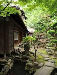 amnager un bassin fontaine cascade jardin exterieur With amazing pont pour bassin de jardin 13 deco jardin puit en bois
