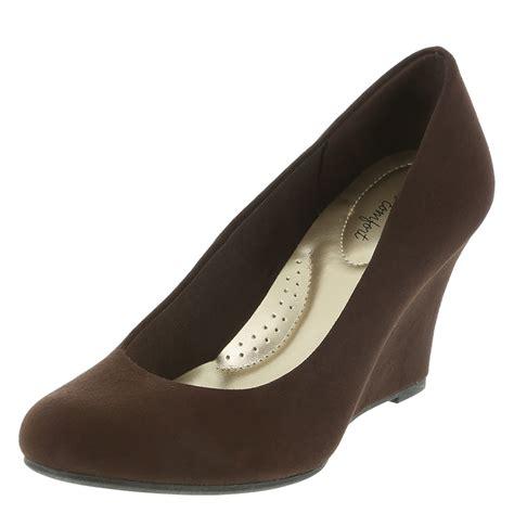 dexflex comfort wedges dexflex comfort karlie s wedge sandal payless