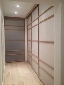 Porte De Couloir : portes de placards coulissantes japonisantes dans un petit couloir et une chambre installation ~ Nature-et-papiers.com Idées de Décoration