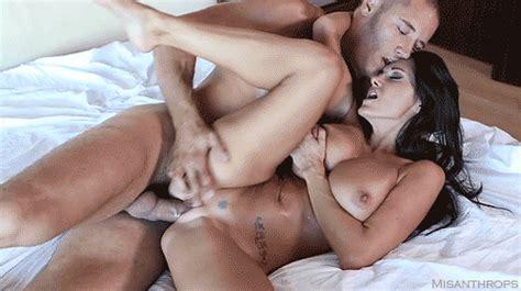 Une scène de baise très sensuelle sur CoquineTV.com