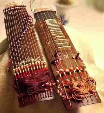 Dalam pembawaanya musik tradisional seringkali ditampilkan dengan bahasa, gaya, dan tradisi yang khas. Contoh-contoh Alat Musik Tradisional Indonesia   musik
