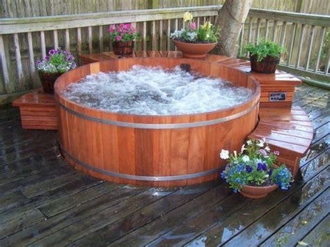 whirlpool garten aus holz 110 unglaubliche bilder kleiner whirlpool archzine net