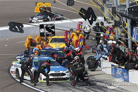 Pit Crew by Pit Crews New Challenges Entering 2018 Nascar Season