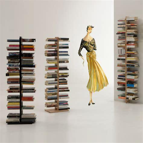 librerie a colonna libreria a colonna in legno moderna zia bice con mensole