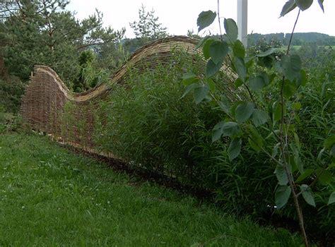 Sichtschutz Garten Geflochten by In Die Natur Integrierter Sichtschutz Aus Weiden