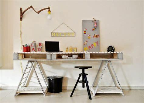 bureau en palette de bois bureau en bois 34 idées diy très cool en palette europe
